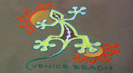 9ad3d4e6befb1 Playera turística bordada de Venice Beach. Playera turística estampada de  Cancún.